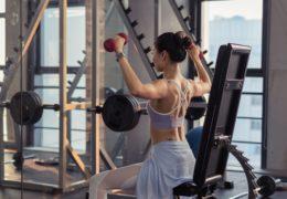 Odżywki białkowe można kupić w specjalistycznych sklepach dla sportowców lub też na siłowniach.